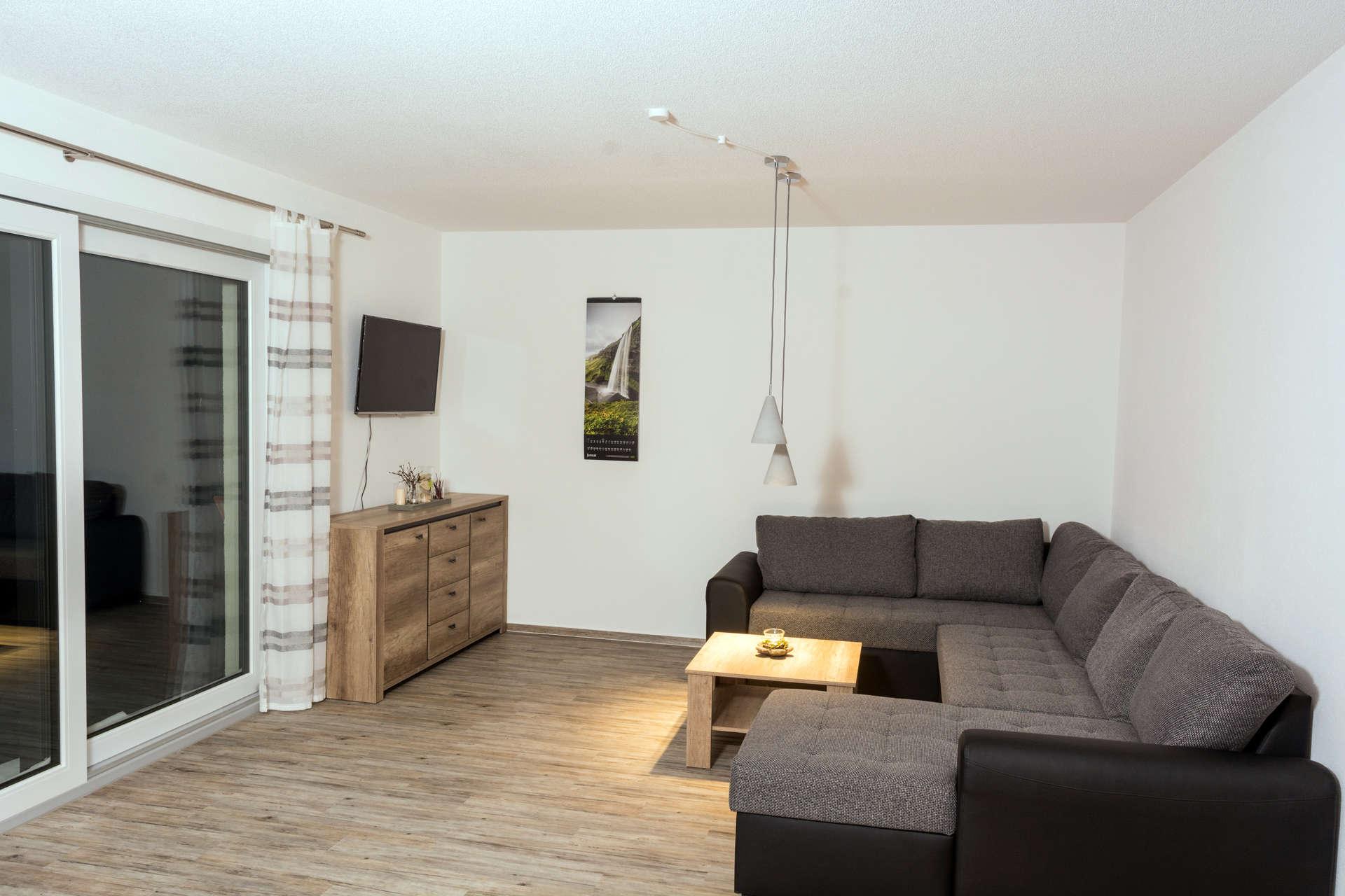 Sofaecke mit Flachbildfernseher und Panoramafenster Biber 2